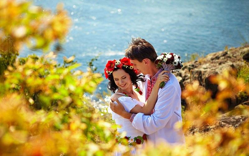 Сукня нареченої в українському стилі